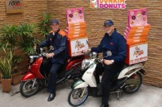 Dunkin' Donuts To Start Delivering? Yes Please!